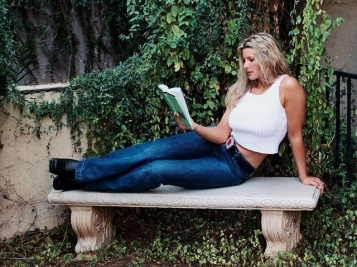 reading-a-book-1508146-640x480
