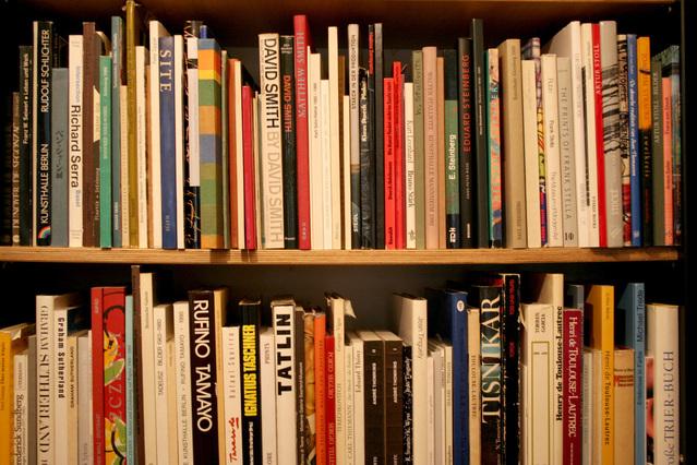 second-hand-books-1562964-639x426